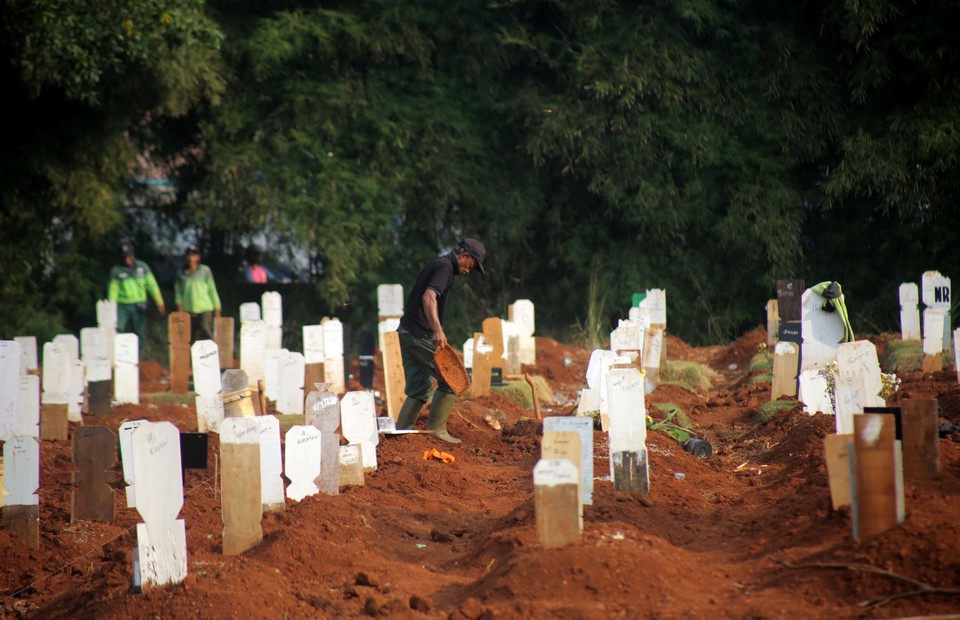 Pondok Rangon cemetery in East Jakarta is intended for Covid-19 victims. (B1 Photo/Joanito de Saojoao)