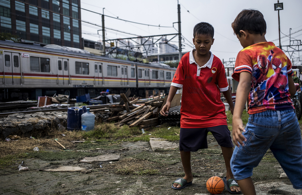 Two child play football near eviction area at Kampung Bandan, North Jakarta on Monday (20/07). (JG Photo/Yudha Baskoro)