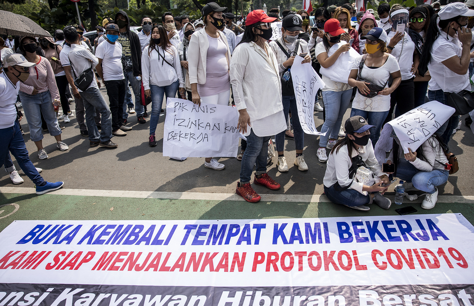 Hundreds of nightclub workers demand the Jakarta Governor, Anies Baswedan to reopen their nightclub during protest in front of Jakarta City Hall in Central Jakarta on Tuesday (21/07). (JG Photo/Yudha Baskoro)