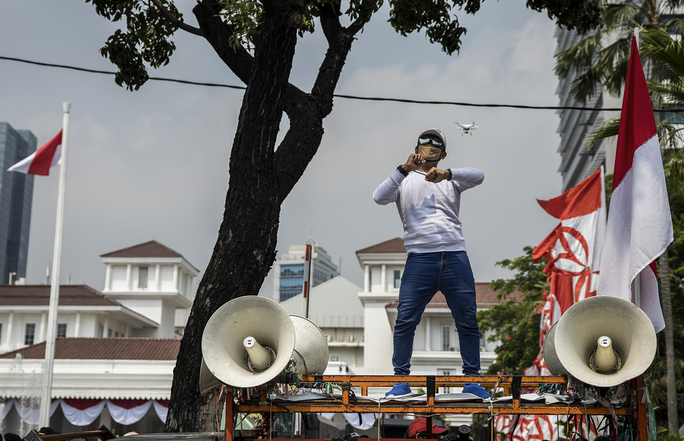 A protester dances on a command car during protest in front of Jakarta City Hall in Central Jakarta on Tuesday (21/07). (JG Photo/Yudha Baskoro)
