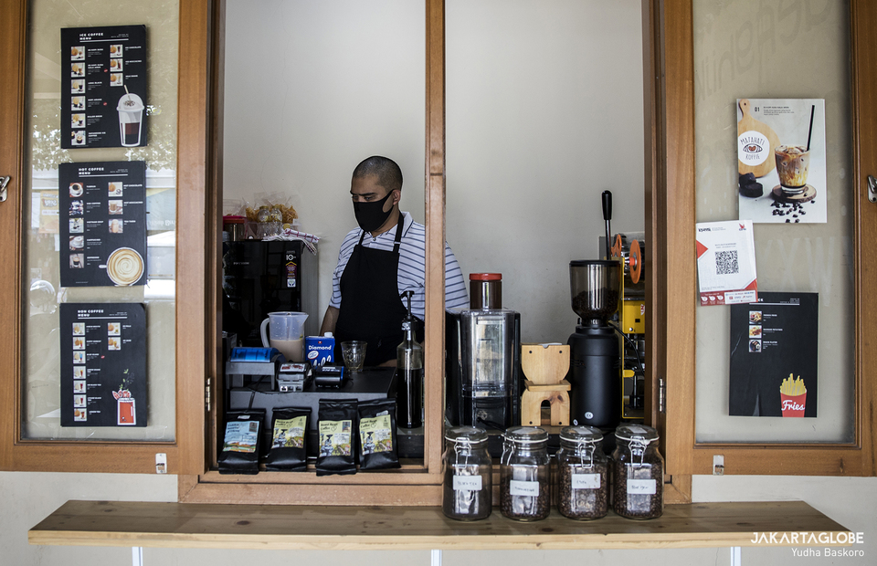 Hilmy works as a barista in Mata Hati Koffie in South Tangerang, Banten on Friday (24/07). (JG Photo/Yudha Baskoro)