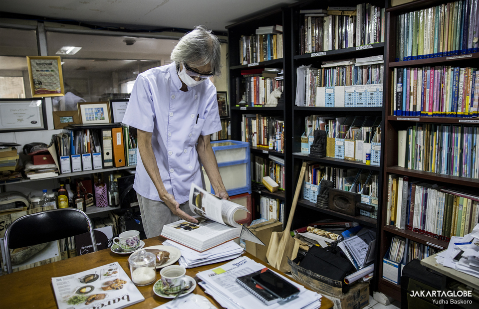 Heru Laksana reads book inside his office in Senen, Central Jakarta on Friday (24/07). (JG Photo/Yudha Baskoro)