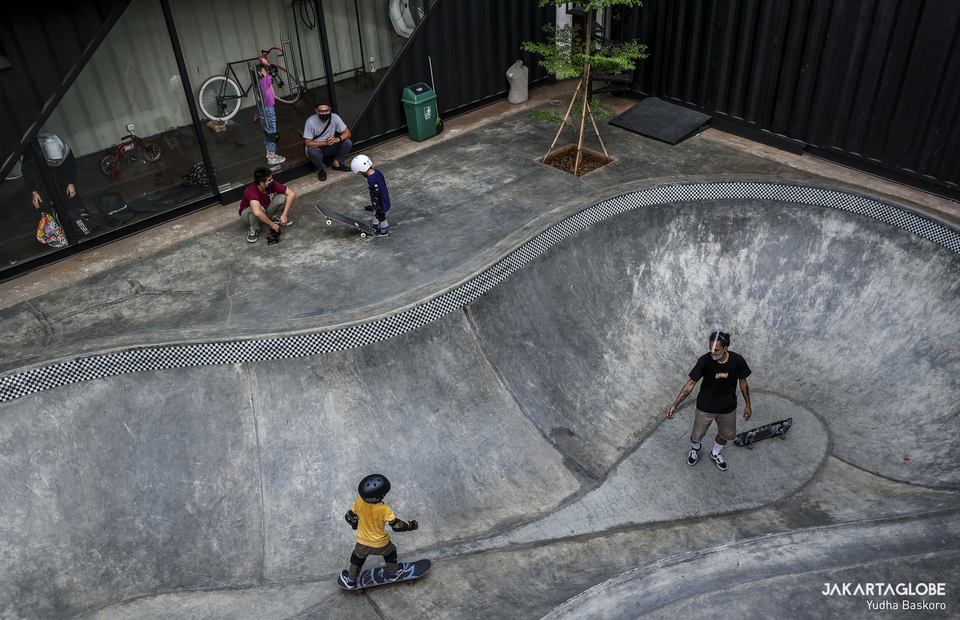 Skate bowl inside private skate park at Duren Tiga, South Jakarta on Wednesday (05/08). (JG Photo/Yudha Baskoro)