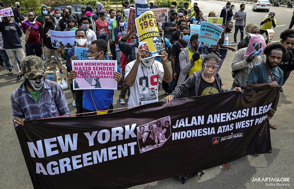 Papuan activists protest againts 1962 New York Agreement, during a protest outside the United States Embassy in Central Jakarta on Saturday (15/08). (JG Photo/Yudha Baskoro)