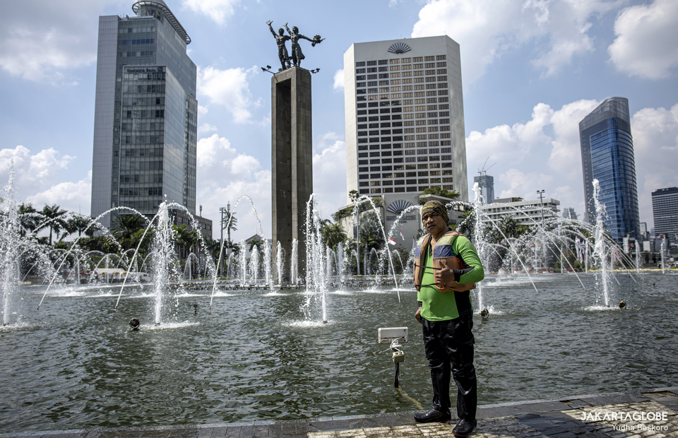 Budi poses in front of Selamat Datang Monument in Central Jakarta on Friday (21/08). (JG Photo/Yudha Baskoro)