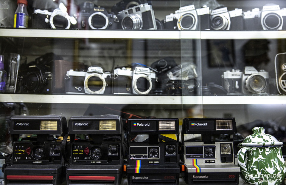 Rudys polaroid land camera collection in Harco building in Pasar Baru area in Central Jakarta. (JG Photo/Yudha Baskoro)