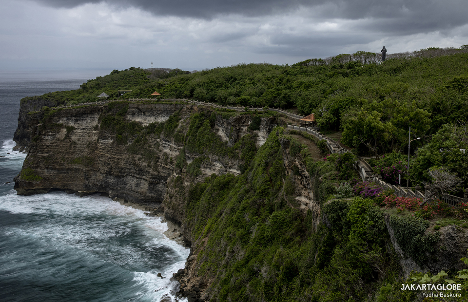 The scenery of Pura Luhur Uluwatu during the pandemic without visitor on Tuesday (20/10). (JG Photo/Yudha Baskoro)