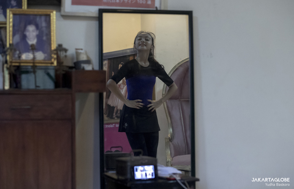A large mirror in her living room allows Asya to check her movement and placement. Nineteen-year-old Soraya Nathasya Dwinandry is a ballet dancer and teacher from Namarina Dance Academy. The ballet school, the oldest in Jakarta, is closed during the pandemic, but Miss Asya, as she is known by her pupils, continues to teach her classes via the teleconference app Zoom from her home in Cinere, Depok, just south of Jakarta on May 6, 2020. (JG Photo/Yudha Baskoro)