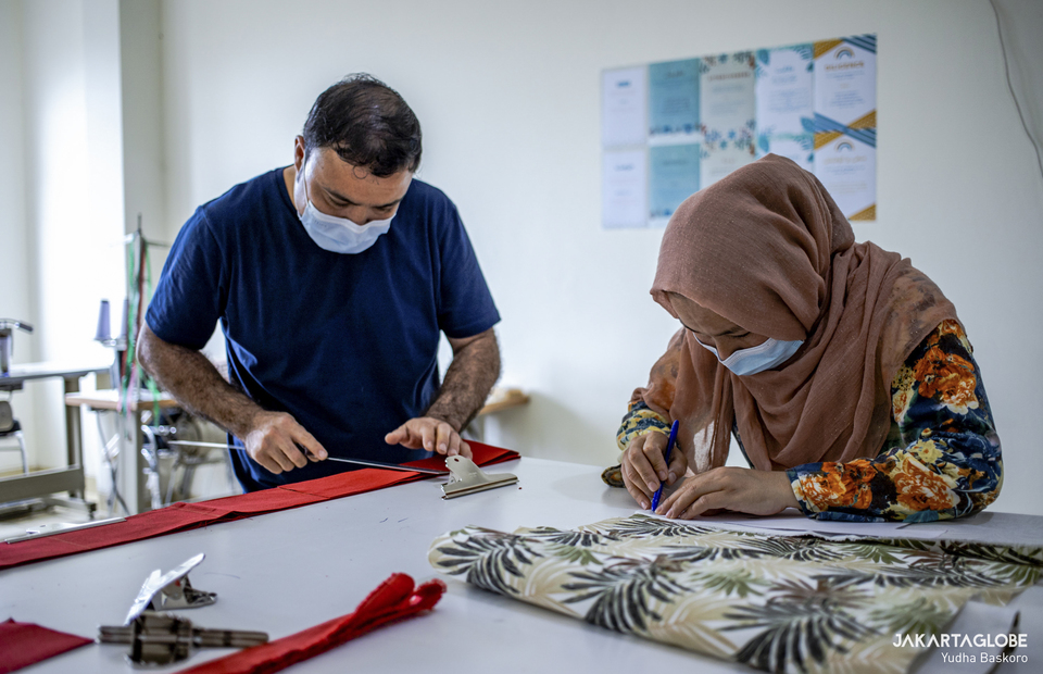 Refugees create sewing pattern at Liberty Society workshop in Serpong, South Tangerang on Feb, 3, 2021. (JG Photo/Yudha Baskoro)