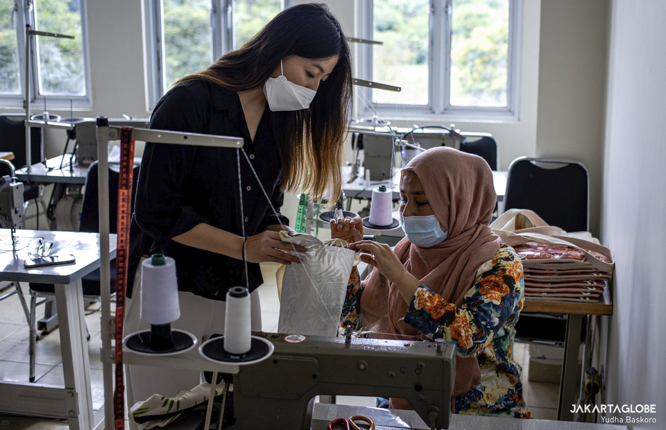 Tamara helps a refugee during sewing course at Liberty Society workshop in Serpong, South Tangerang on Feb, 3, 2021. (JG Photo/Yudha Baskoro)