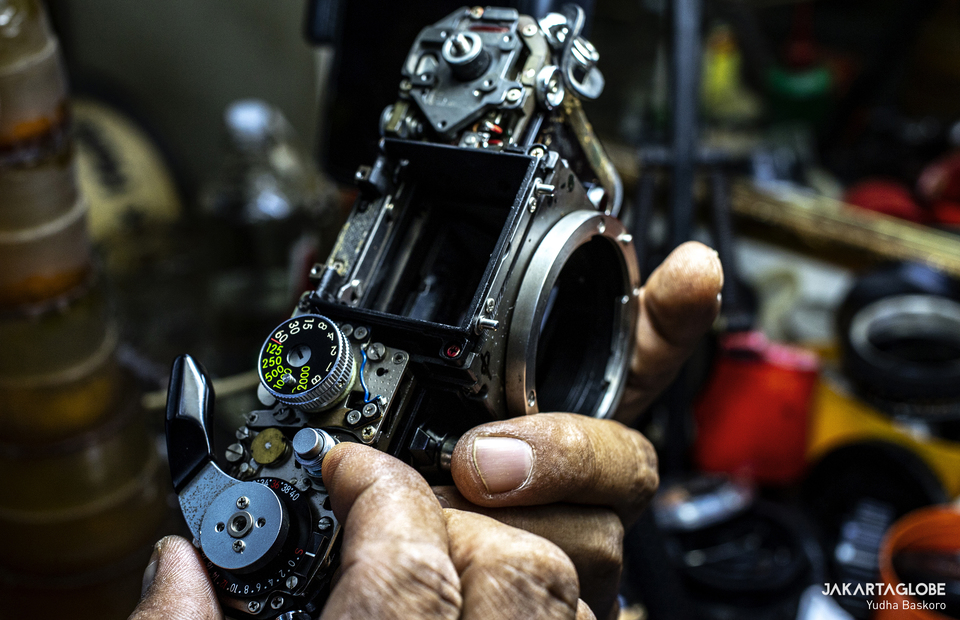 A man repairs an analog camera at Pasar Baru traditional market in West Jakarta on June 9, 2020. (JG Photo/Yudha Baskoro)
