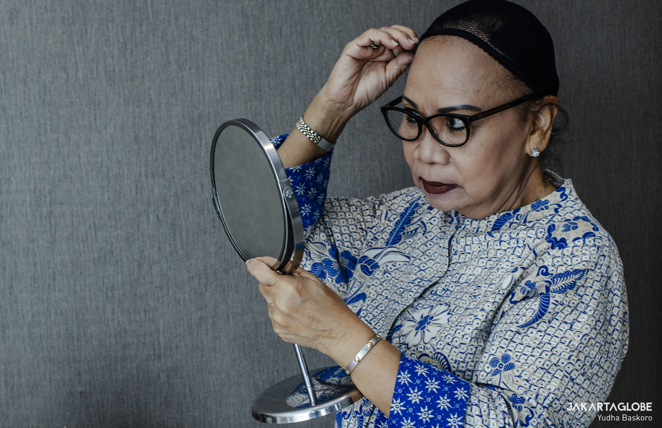 Rini Hoepoedio prepares to wear a wig at Sasana Marsudi Husada in South Jakarta on March 30, 2021. (JG Photo/Yudha Baskoro)
