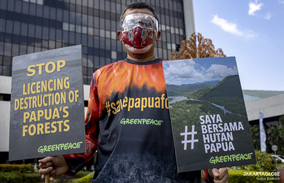 An environmental activist carries posters during protest in front of the Environment and Forestry Ministry (KLHK) building in Central Jakarta on April 8, 2021. (JG Photo/Yudha Baskoro)