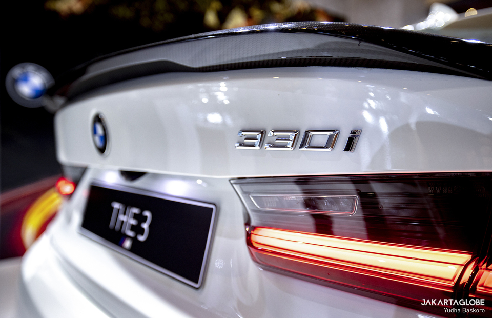 Carbon tail from BMW M Performance Part is installed on the BMW 330i M Sport during Indonesia International Motor Show (IIMS) Hybrid 2021 at JIexpo Kemayoran in Central Jakarta on April 20, 2021. (JG Photo/Yudha Baskoro)