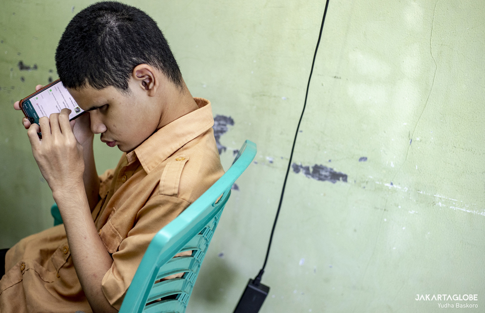 Student reads a message from his phone at Raudlatul Makfufin, an Islamic boarding school for the blind and visually challenged in Serpong, South Tangerang, Banten on April 21, 2021. (JG Photo/Yudha Baskoro)