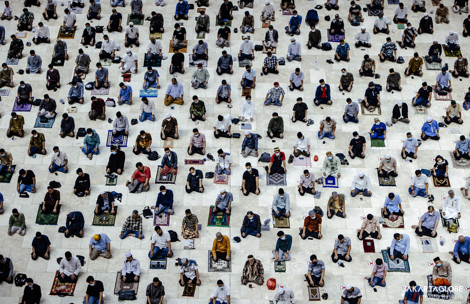 Peoples perform Friday prayer at Istiqlal Mosque in Central Jakarta on April 23, 2021. (JG Photo/Yudha Baskoro)