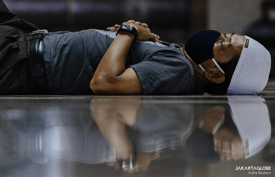 A man sleeps after Friday prayer at Istiqlal Mosque in Central Jakarta on April 23, 2021. (JG Photo/Yudha Baskoro)