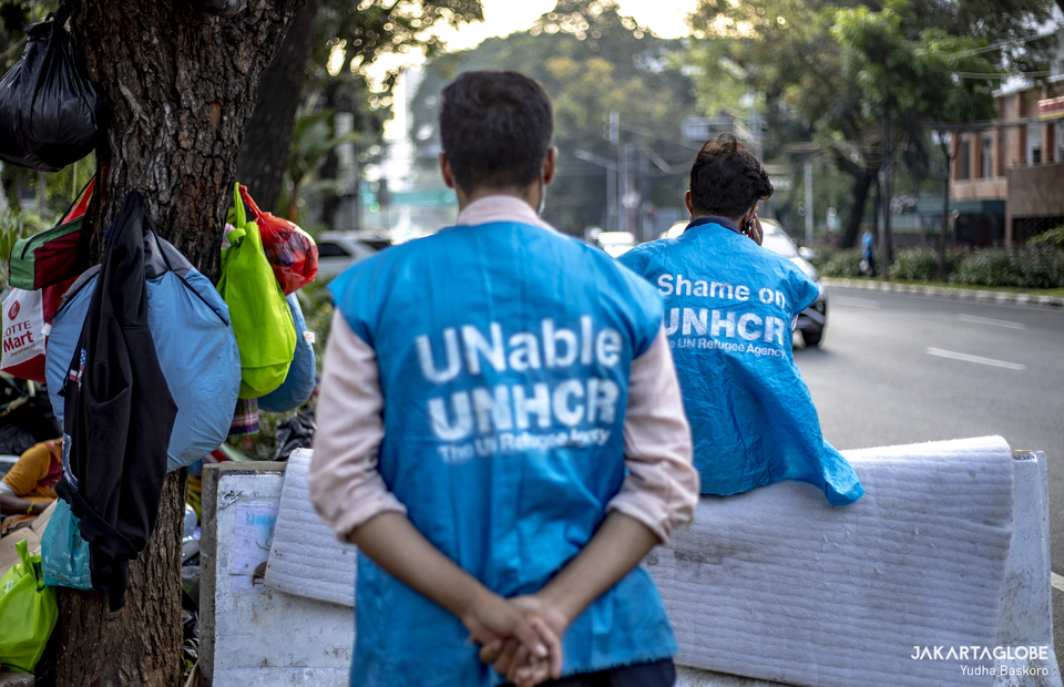 Refugees wear vest as a state protest to United Nations High Commissioner for Refugees (UNHCR). (JG Photo/Yudha Baskoro)