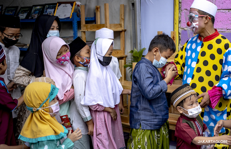 Students greet their teacher Ustaz Yahya by kissing his hand at the end of the class at Ustaz Yahyas home in Sudimara Pinang, Tangerang on April 30, 2021. (JG Photo/Yudha Baskoro)