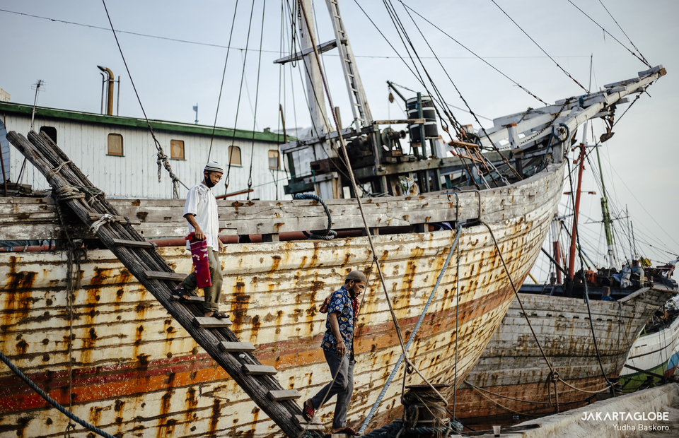 Two man walked down from their Pinisi boat at Batavia