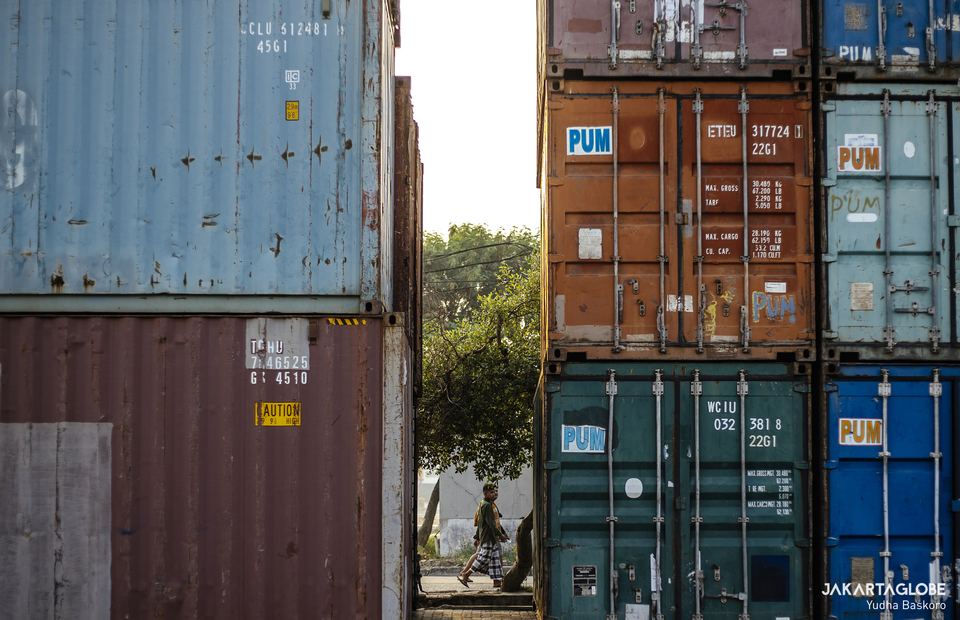 A man is seen between some container at Batavia