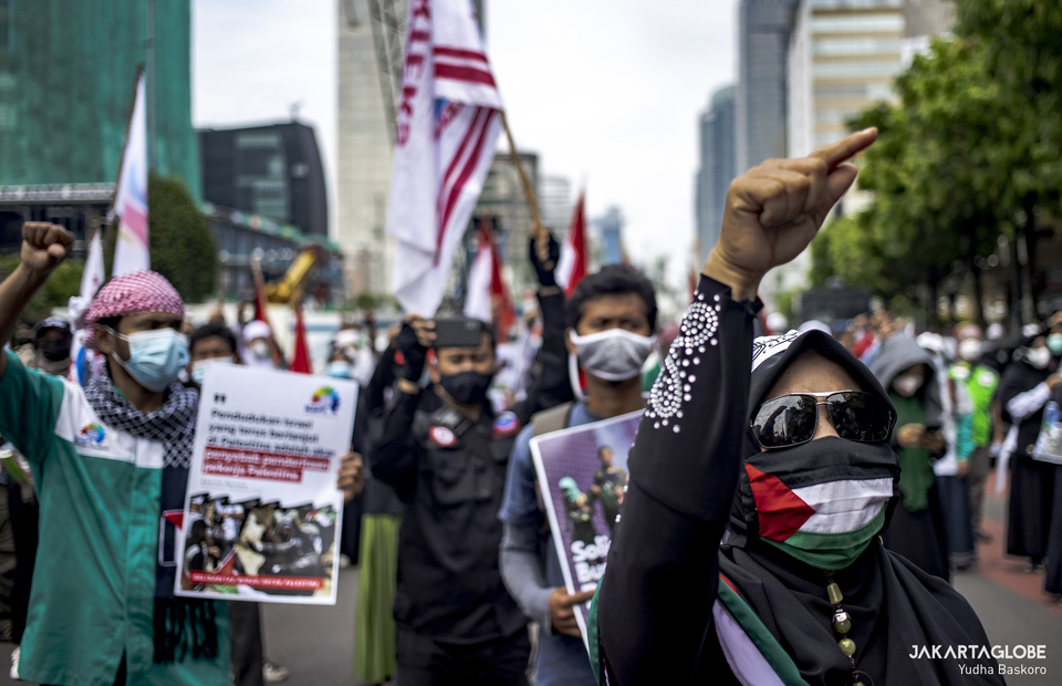 Protester reacts during protest against Israel outside United Nations building, in Central Jakarta on May 18, 2021. (JG Photo/Yudha Baskoro)