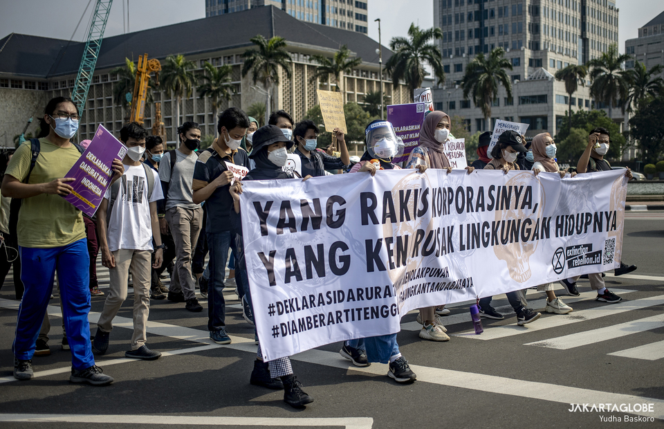 Environmental activists stage a rally protest against climate crisis at Arjuna Wijaya horse statue in Central Jakarta on June 4, 2021. (JG Photo/Yudha Baskoro)