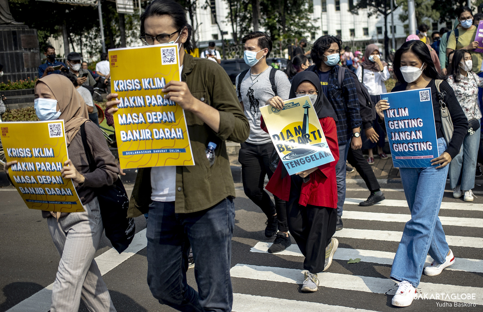 Protesters making their way to Arjuna Wijaya horse statue area during protest against climate crisis in Central Jakarta on June 4, 2021. (JG Photo/Yudha Baskoro)
