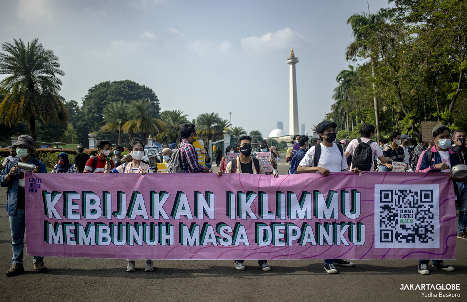 Young environmental activists join protest against climate crisis in front of National Monument in Central Jakarta on June 4, 2021. (JG Photo/Yudha Baskoro)
