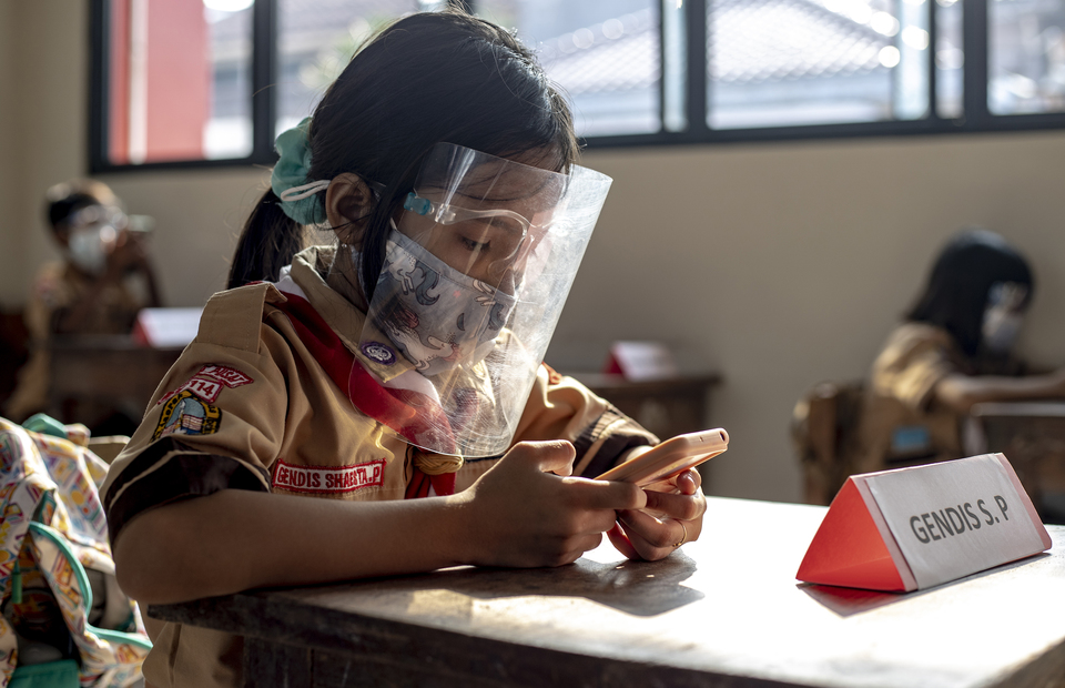A student participate in school exam during Jakartas second phase of school reopening program at Cideng 10 Elementary School in Central Jakarta on June 9, 2021. (JG Photo/Yudha Baskoro)