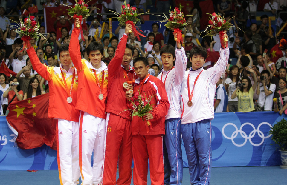 Indonesian badminton players Markis Kido, 3rd from right, and Hendra Setiawan, 3rd from left, celebrate their victory in men s doubles final in the Beijing Olympic on August 16, 2008. (Beritasatu Photo/Bernadus Wijayaka)