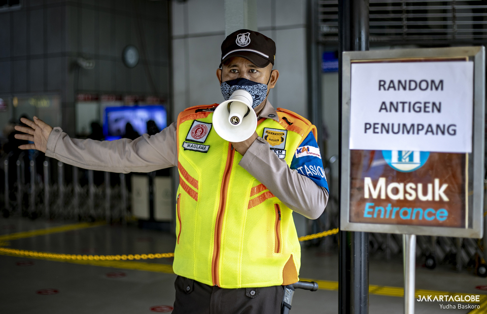 Security guard ask commuter line passengers randomly to take the swab test  at Tanah Abang Station in Central Jakarta on June 21, 2021. (JG Photo/Yudha Baskoro)
