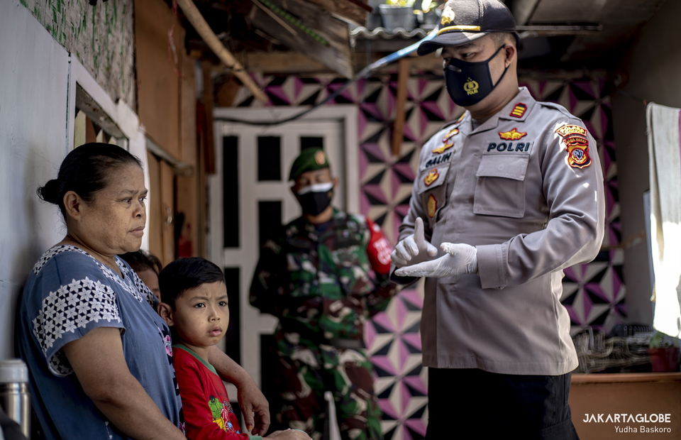 Pacet Police Chief, AKP Galih Apria gives a brief information about COVID-19 vaccination programs to elder people in Cianjur regency, West Java on June 22, 2021. (JG Photo/Yudha Baskoro)