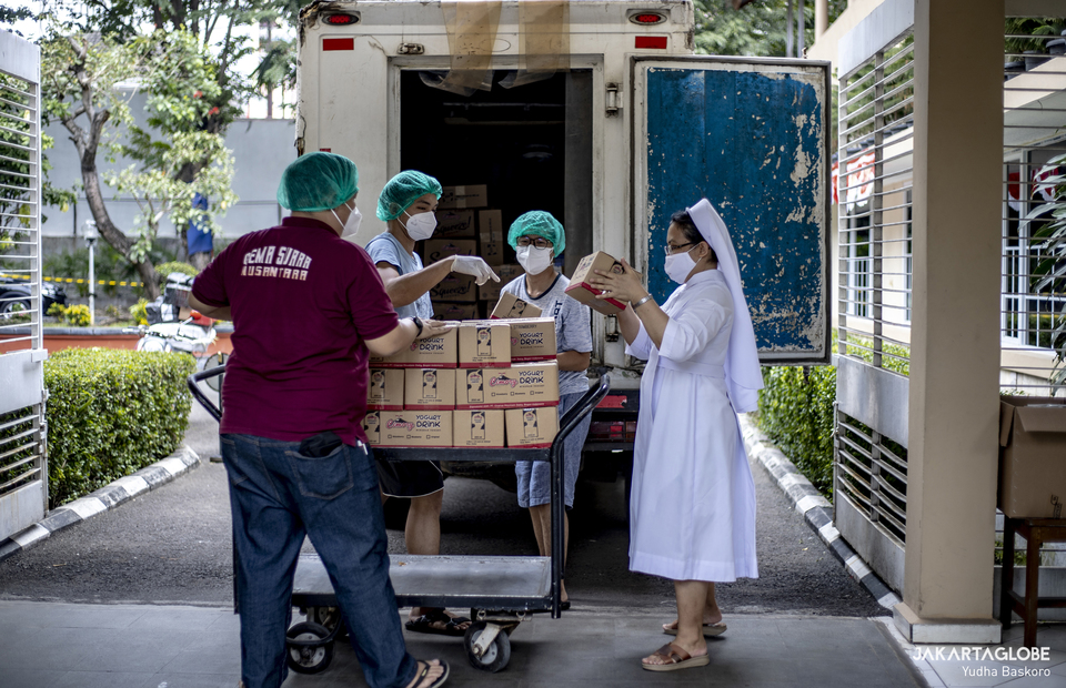 Fraters and nun carries some milk boxes A Covid-19 self-isolation patient sunbathe at Samadi Pastoral Centre in East Jakarta on August 5, 2021. (JG Photo/Yudha Baskoro)