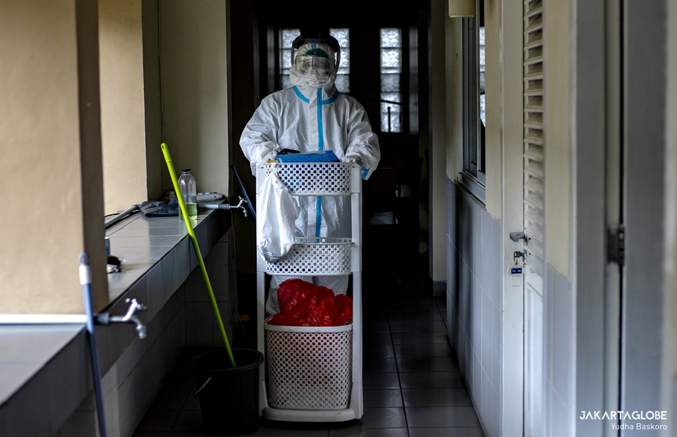 dr. Albertus Adiwenanto, a brother who also works as a doctor wearing personal protective equipment (PPE) walks at Samadi Pastoral Centre in East Jakarta on August 5, 2021. (JG Photo/Yudha Baskoro)
