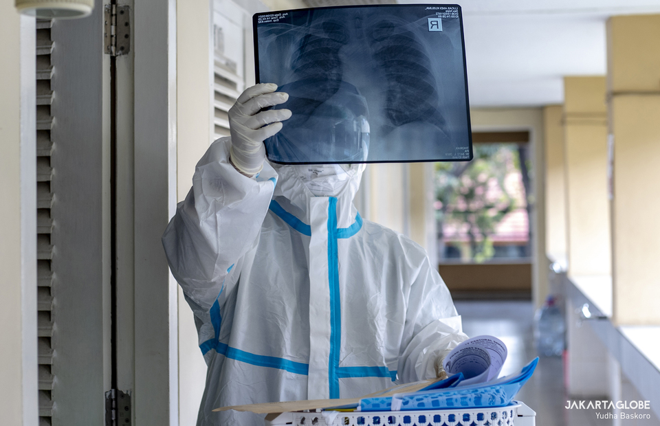 dr. Albertus Adiwenanto, a brother who also works as a doctor checks a xray scan result for Covid-19 patients at at Samadi Pastoral Centre in East Jakarta on August 5, 2021. (JG Photo/Yudha Baskoro)