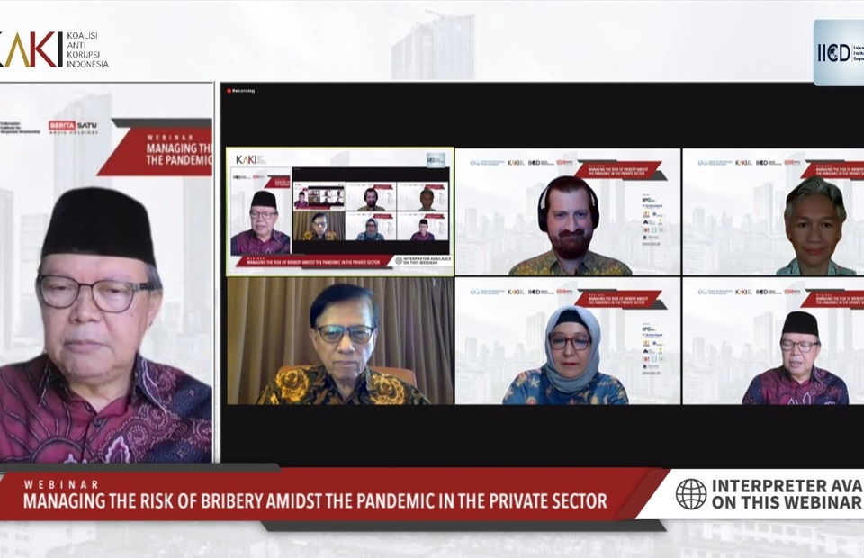 Indonesian Institute for Corporate Directorship (IICD) chairman Sigit Pramono, left, speaks during a webinar on 'Managing the Risk of Bribery Amidst the Pandemic in the Private Sector' on August 31, 2021. (Videography)