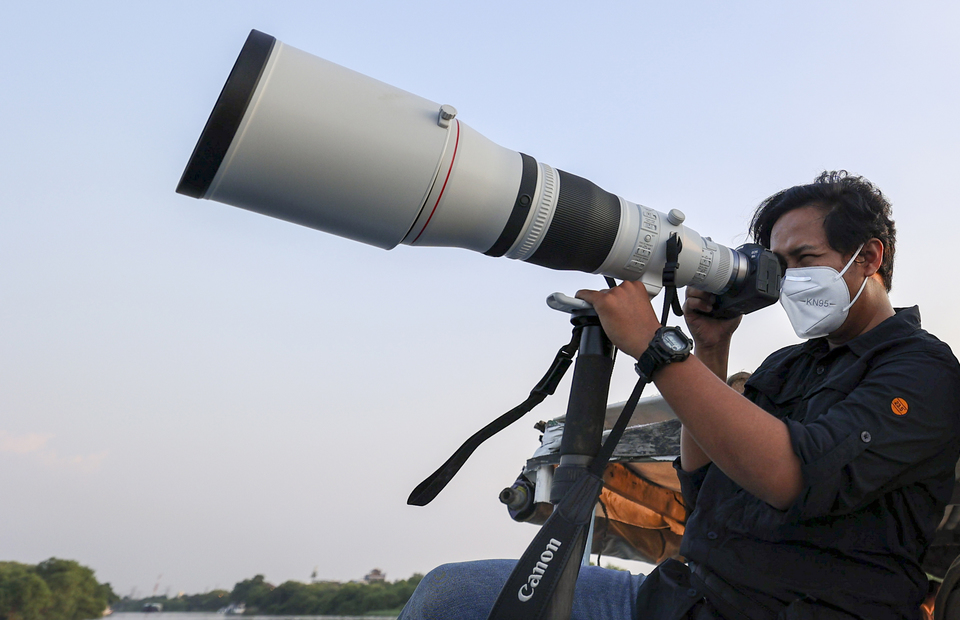 Jakarta Globe photojournalist, Yudha Baskoro captured beauty birds at Angke Kapuk Mangrove Protected Forest in North Jakarta on August 25, 2021 with Canon EOS R6 and brand new RF 600mm f/4L IS USM tele photo lens (JG Photo/Yudha Baskoro)