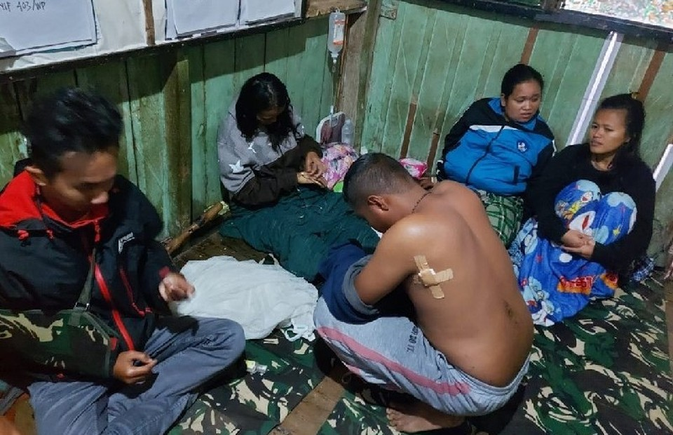 Medical workers are evacuated to a military post after being attack by gunmen in the town of Kiwirok, in the mountainous district of Pegunungan Bintang, Papua, Sept. 13, 2021. A female nurse was killed in the attack, according to police. (Antara Photo)